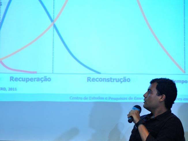 O pesquisador Mariano Andrade da Silva fala no evento sobre o desastre da Vale em Brumadinho