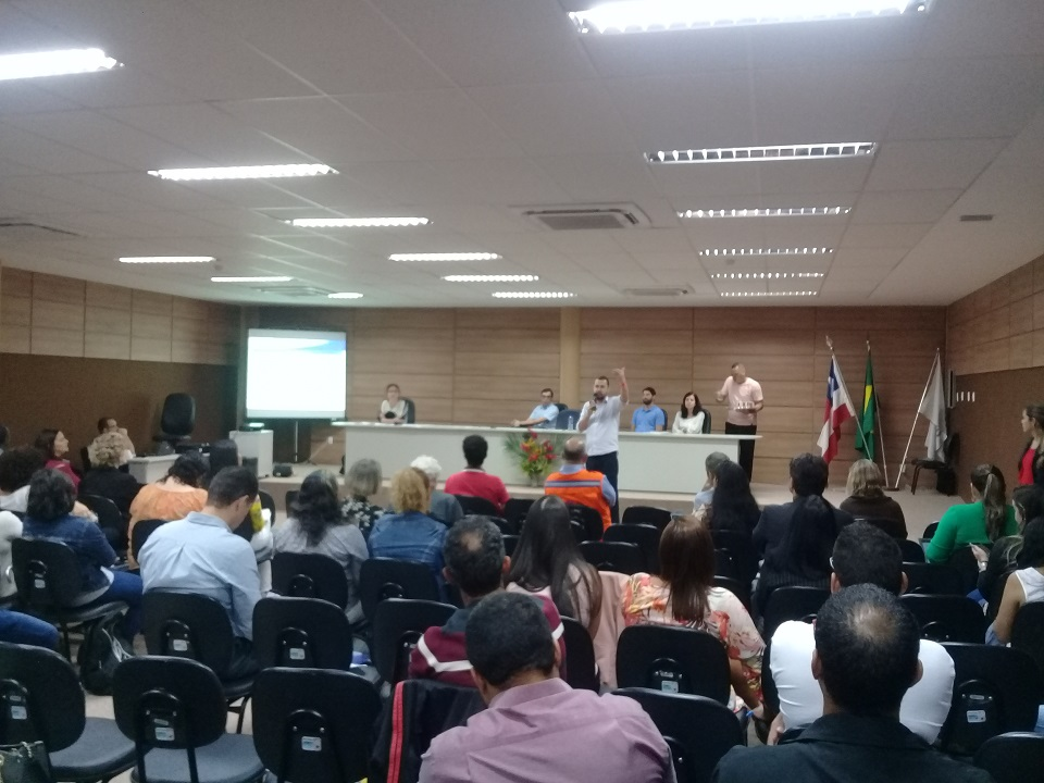 Público assiste ao seminário Mudanças Climáticas, Desastres relacionados à Água e Saúde (Bahia)